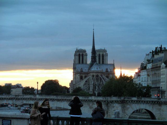Notre Dame sunset 640